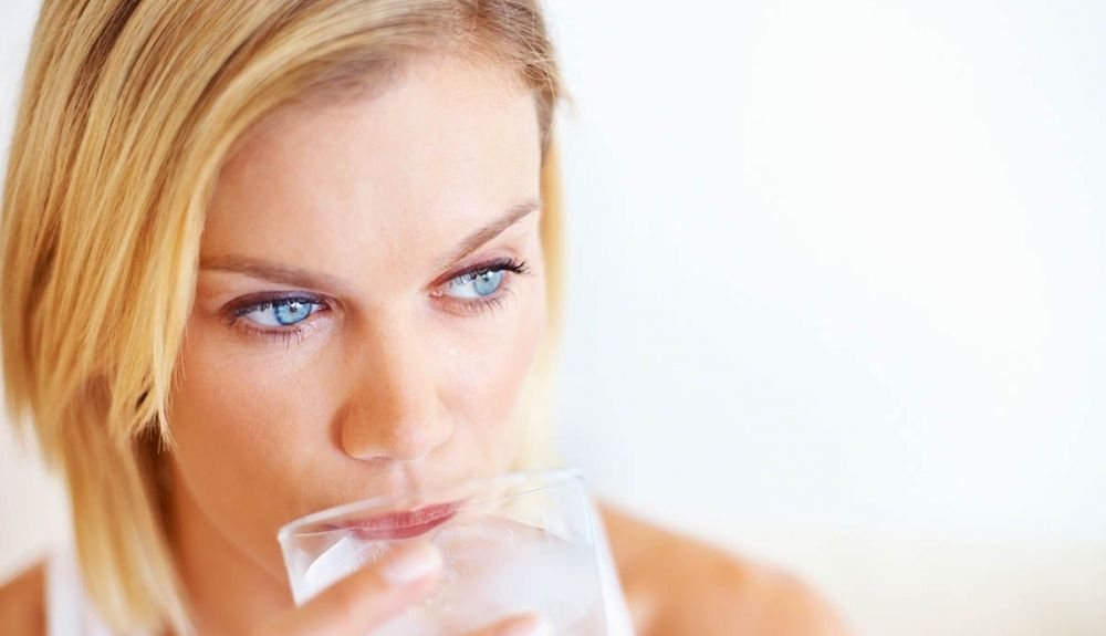 beber agua iStock 134194396