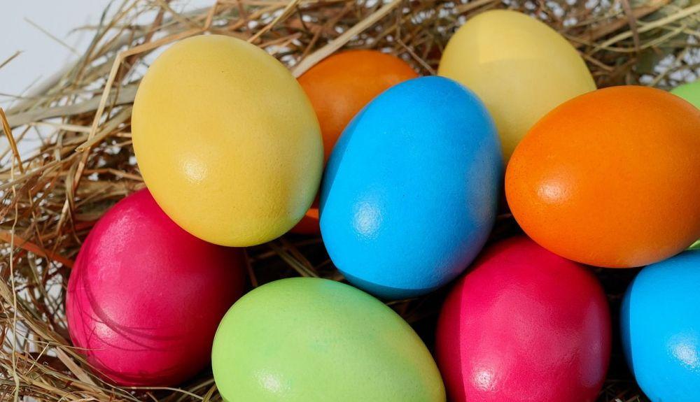Huevos colores