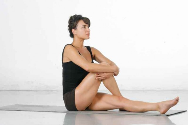 Estiramiento activo acercar rodilla