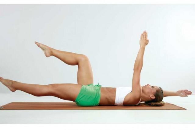 Mueve brazos estabilizar abdomen desde fondo