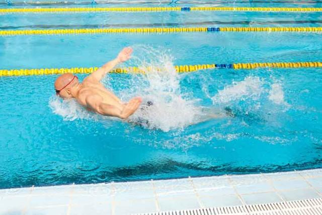 Crossfit en el agua: nado mariposa
