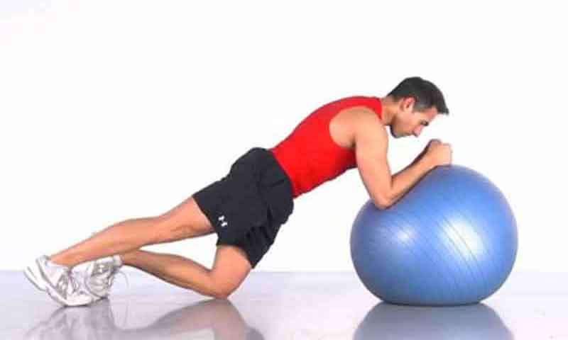 Abdominales en forma con fitnessball