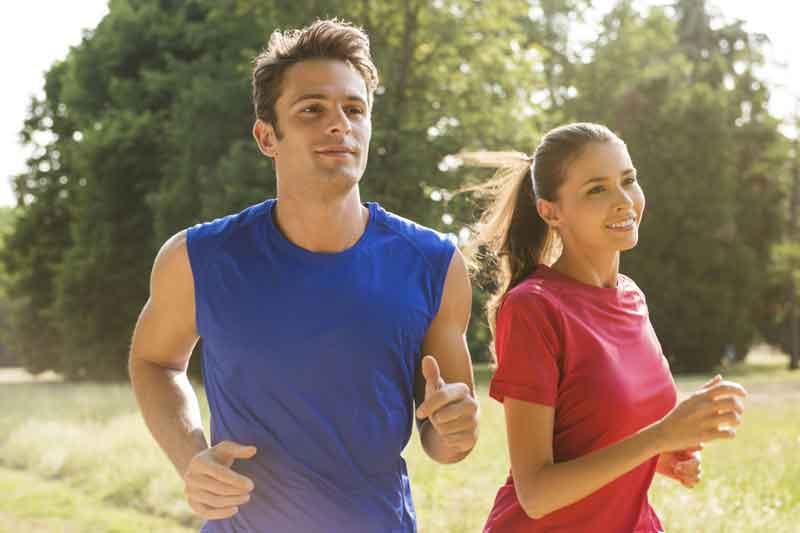 Los beneficios de salir a correr en pareja