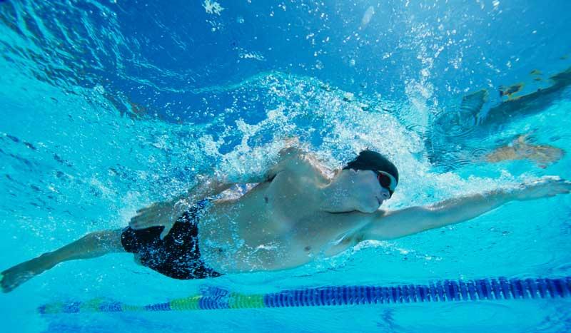 ¡Blinda tus hombros en natación! Ejercicios antilesiones