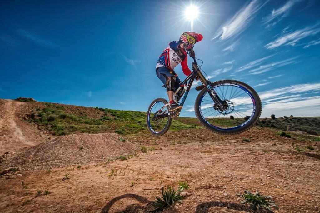 Downhill en mountainbike, ¿te atreves?