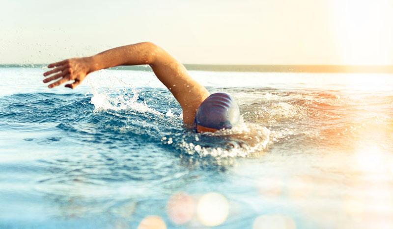 5 pasos para nadar en el mar