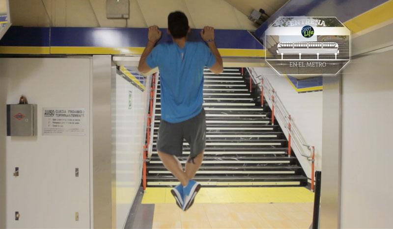 Trabajo de bíceps. ¡Al metro a entrenar!