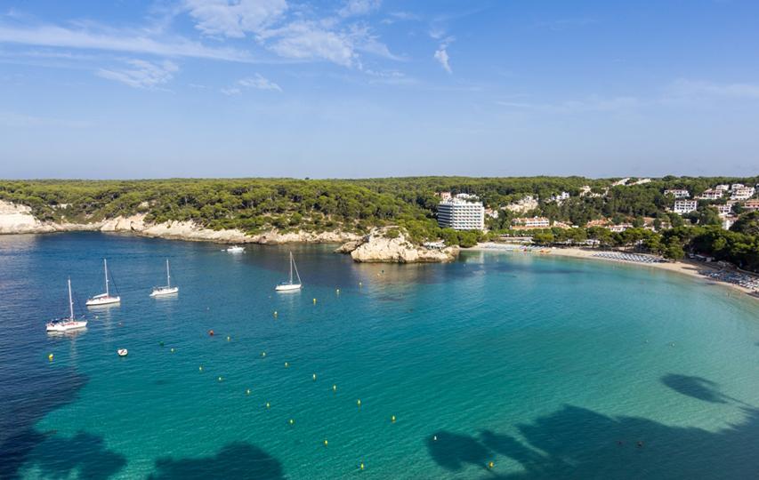 Llega la primera travesía a nado en Cala Galdana, Menorca