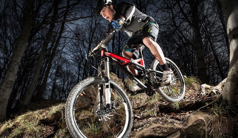 ¡Refuerza tus abdominales y gana velocidad sobre la bici!