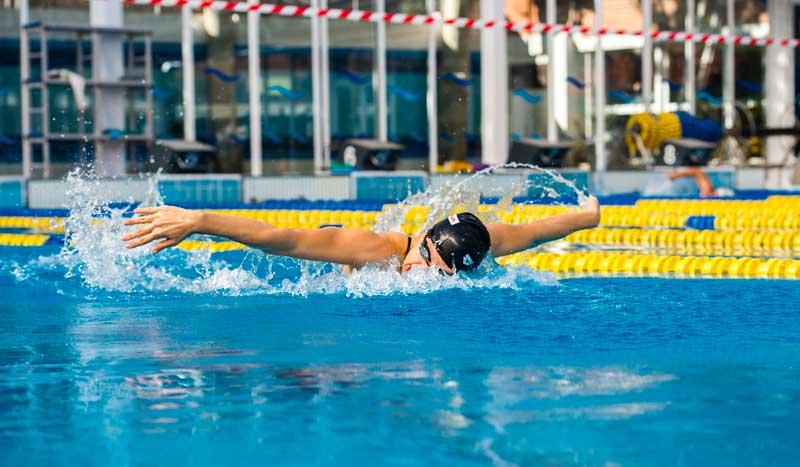 Los materiales para mejorar en la piscina nataci n for Ejercicios espalda piscina