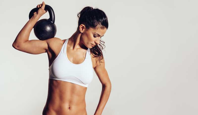 ¡A la fuerza! Por qué las deportistas debemos hacer pesas