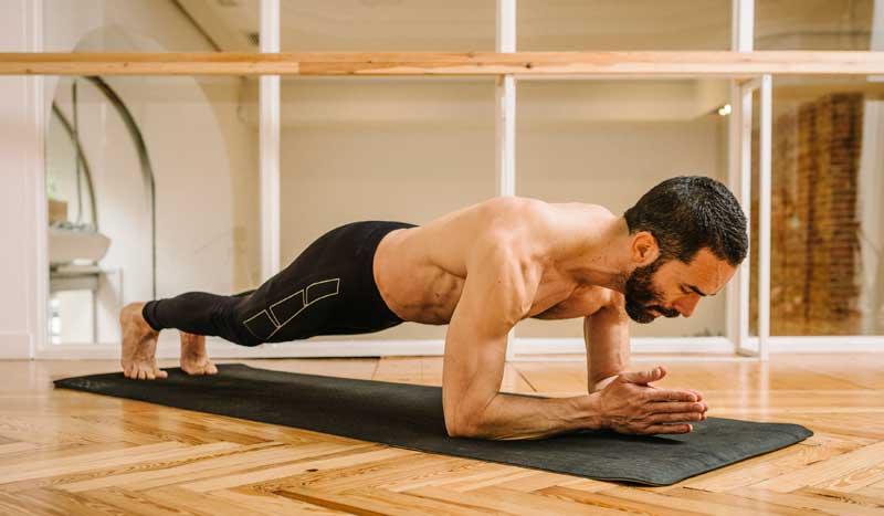 Entrena abdominales con yoga