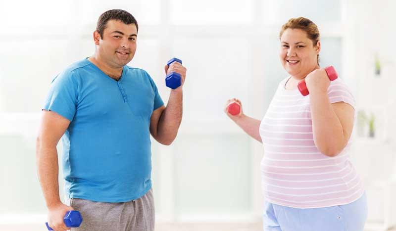 Si mi objetivo es quemar grasa, ¿cómo combino fuerza y cardio?