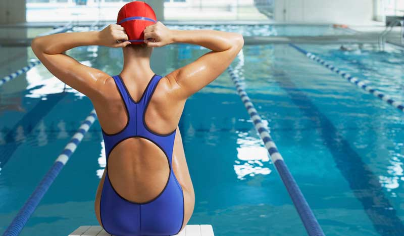 5 ejercicios para nadar contra el dolor de espalda