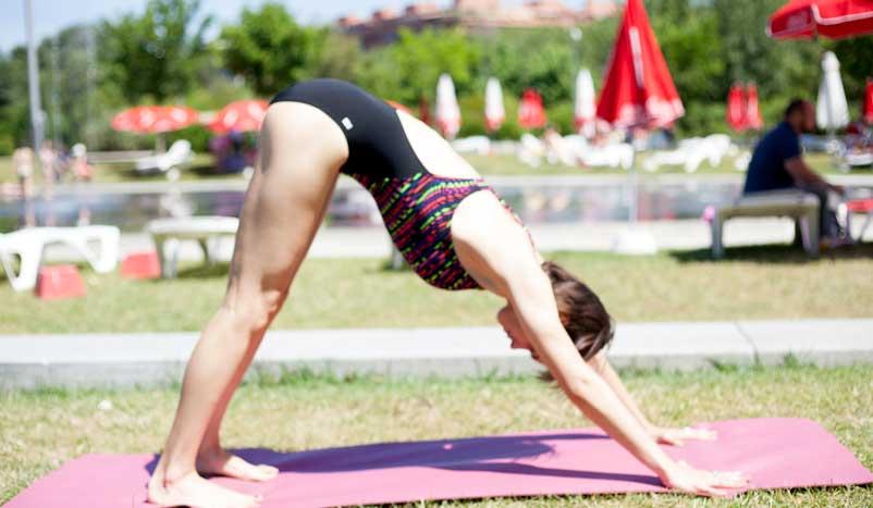 Posturas de yoga para nadar mejor