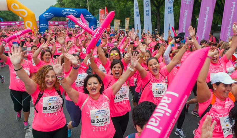 12.000 corredoras formaron la marea rosa de Sevilla