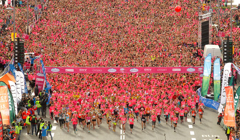 Así vivieron las 29.000 corredoras la Carrera de la Mujer de Barcelona