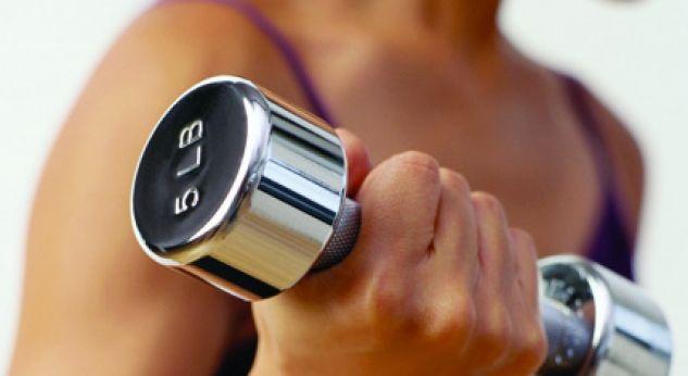 ¿Quieres perder peso? ¡Come más y haz pesas!