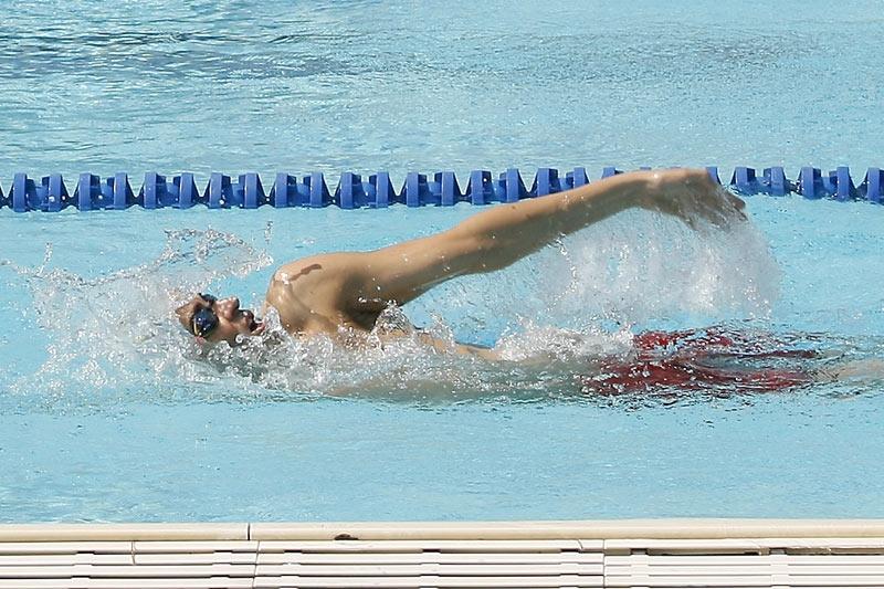 Evita las lesiones del nadador