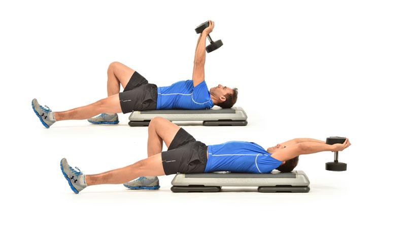 El ejercicio que le da movilidad a tu hombro y trabaja abdominales