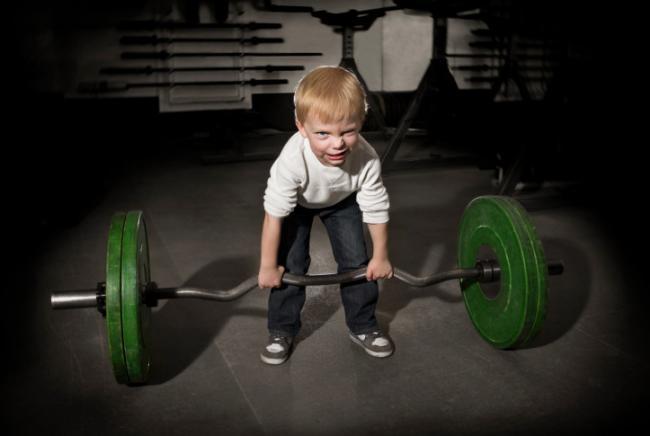 ¿Es malo que los niños hagan pesas?