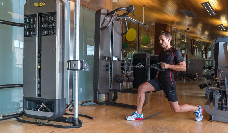 Ejercicios para entrenar espalda con una polea