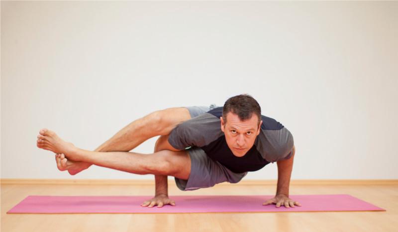 Doce beneficios del yoga para deportistas explicados por la ciencia