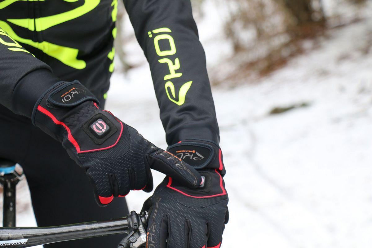 Los guantes y los botines de bici con calefacción incorporada