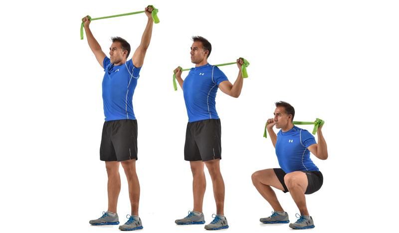 El ejercicio que mejora tu técnica de sentadilla: squat jalón con tensor