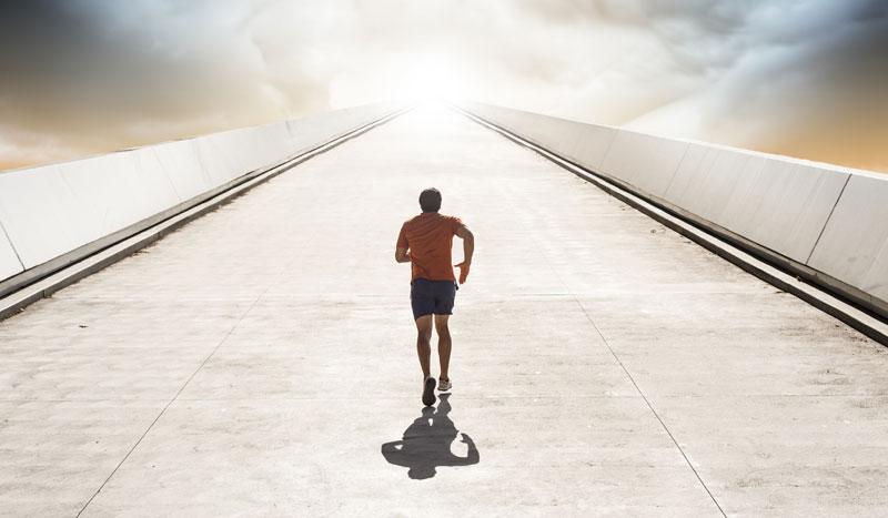 Cómo cambiar tu postura al correr cuando subes o bajas cuestas
