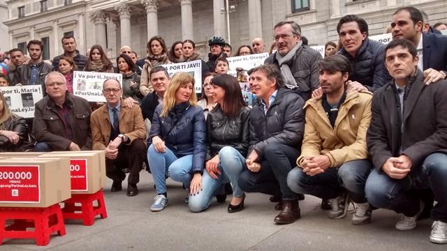 Entregadas las 200.000 firmas por una ley justa en defensa del ciclista