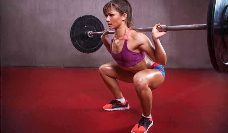 Claves imprescindibles para una buena sentadilla o squat: ¡así debes colocar pies y rodillas!