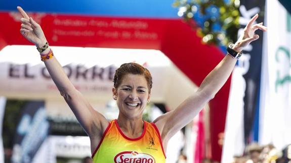 Natacha López, superviviente del cáncer, gana el Maratón de Vitoria