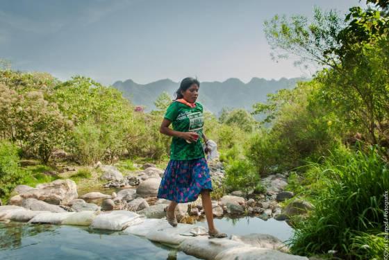 La mujer indígena que ha ganado un ultratrail sin equipamiento deportivo