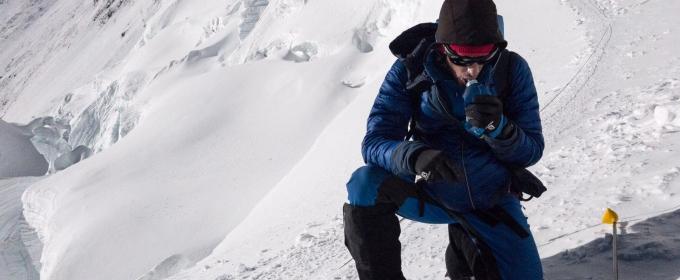 Kilian Jornet hace cima en el Everest