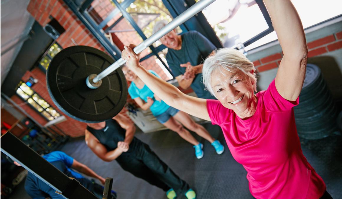 Fuerza antienvejecimiento: las claves para conservarte joven entrenando