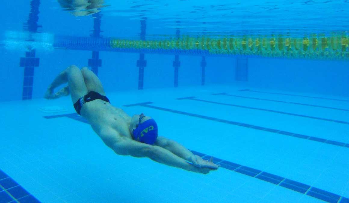 Mejora el crol nadando a espalda