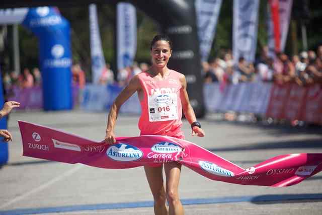 Elena Loyo repite victoria en la Carrera de la Mujer de Vitoria