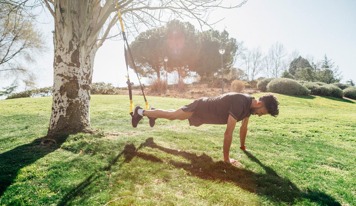 Entrenamiento en suspensión para fortalecer los músculos del corredor