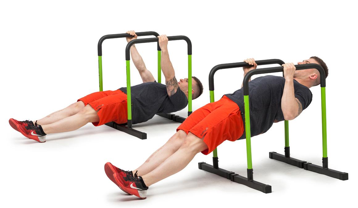 El ejercicio completo para tu espalda: remo invertido con vallas