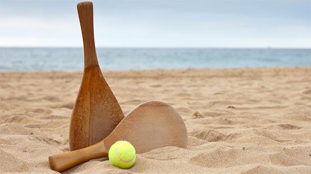 Hasta 750 euros de multa por jugar a las palas en la playa