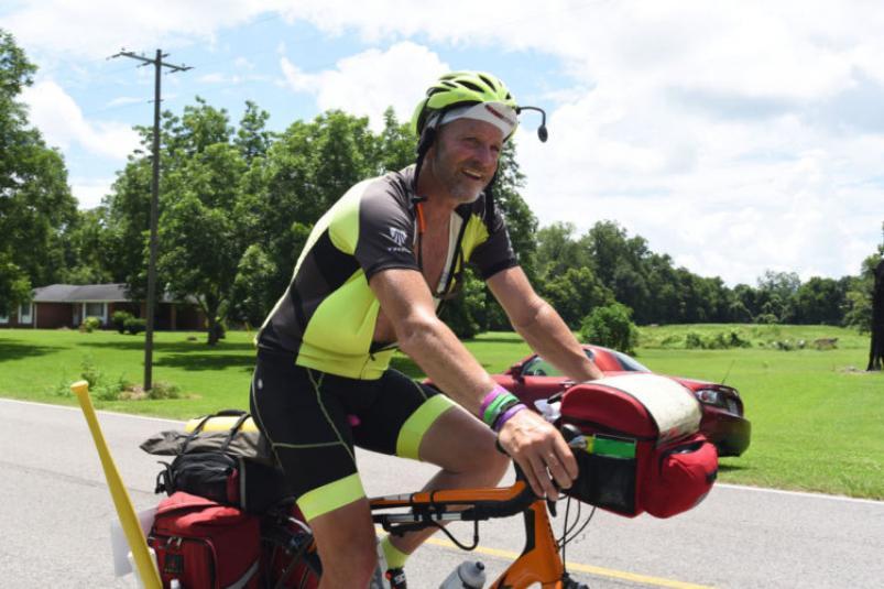 4.000 km en bici para volver a escuchar el corazón de su hija