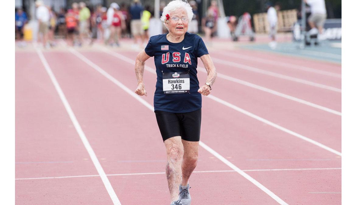 ¿Aún no corres? Pues puedes empezar a los 100 años y hacer récord del mundo a los 101 años como Julia Hawkins