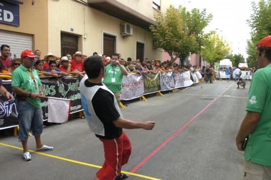 Campeonato del mundo lanzamiento huesos de oliva