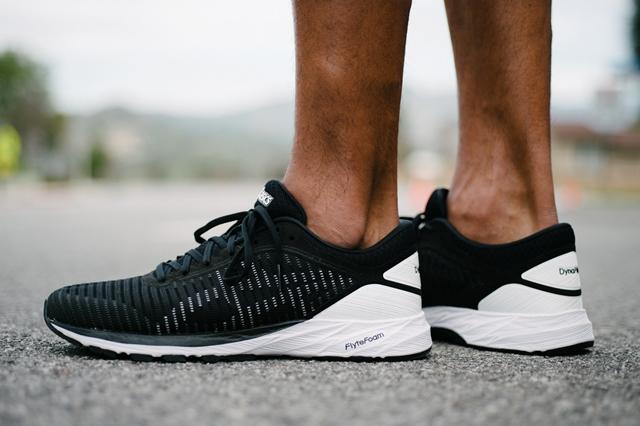 Novedades destacadas en la gama de zapatillas ligeras de running de asics
