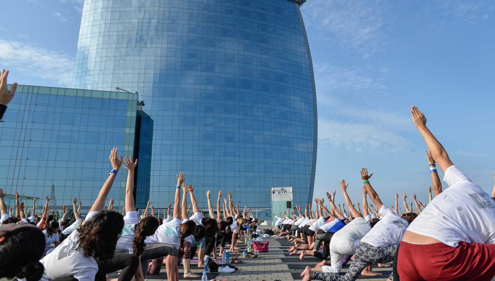Todo un día de yoga a favor de Unicef en Barcelona