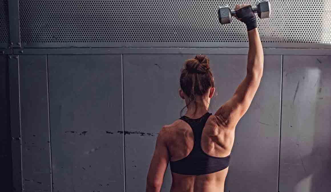 Hombros fuertes: los ejercicios para blindar tus hombros
