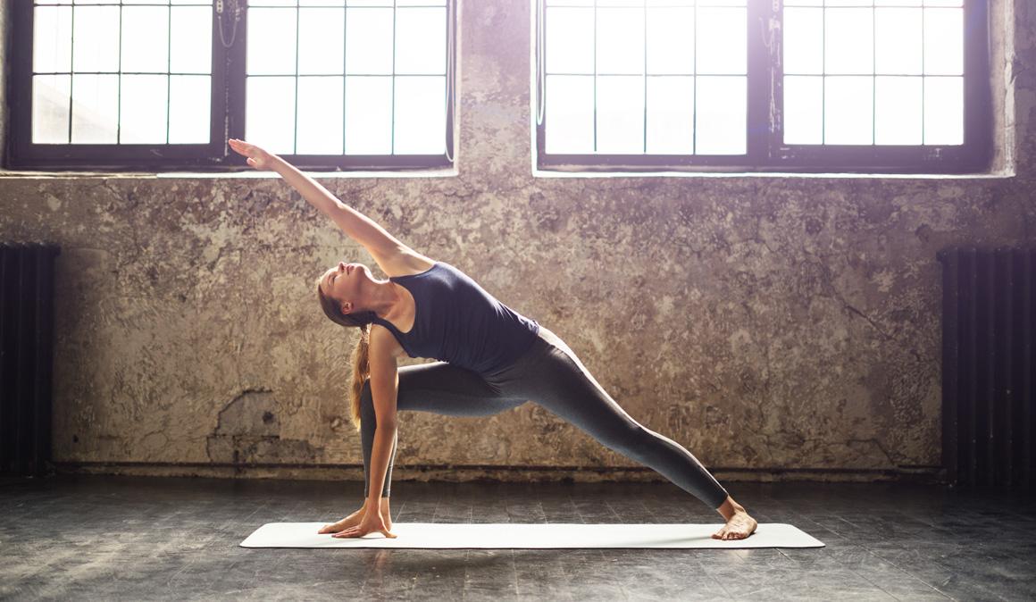 Yoga, Pilates y estiramientos conscientes en una jornada de puertas abiertas en Moratalaz