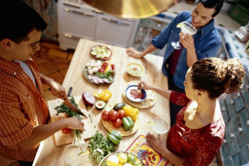 ¿Cómo influye en la digestión mezclar proteínas e hidratos en una comida?