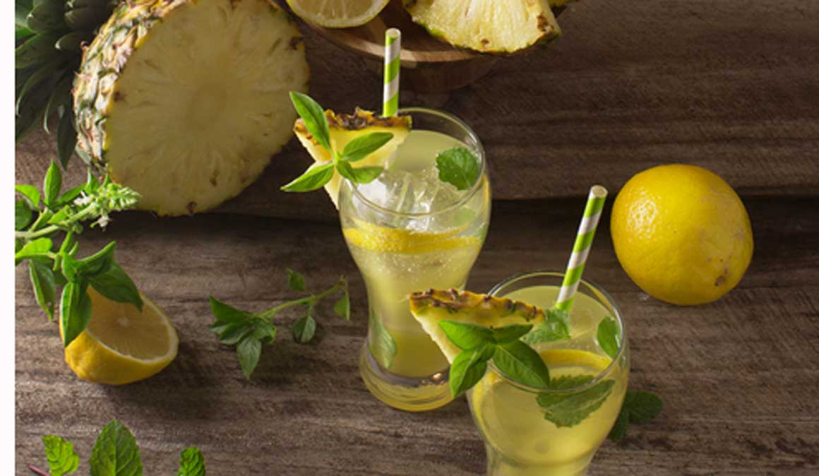 Batido estimulante de piña, jengibre, limón, té y maca
